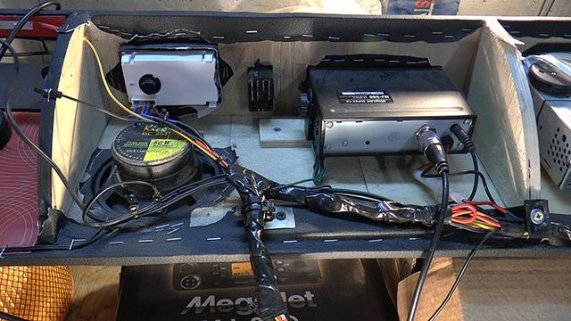 Аудио полка в УАЗ 469